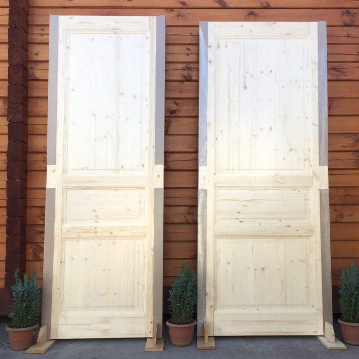 ფიჭვის ხის კარები