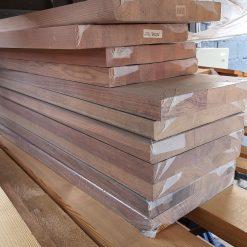 """ტროპიკული ხის """"ღეომბის"""" კიბის საფეხური 38X300X1200 AB (outlet)"""